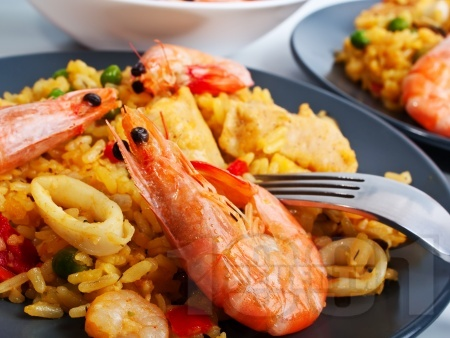 Паеля с шафран скариди и калмари - снимка на рецептата